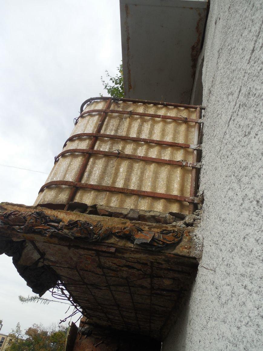 На Архитектора Бекетова часть балконного перекрытия упала прямо к соседям снизу, фото-3
