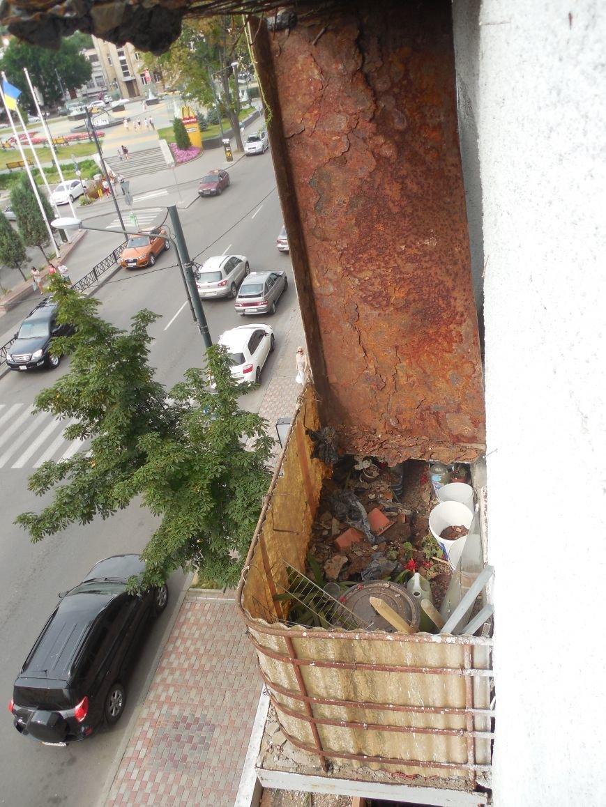 На Архитектора Бекетова часть балконного перекрытия упала прямо к соседям снизу, фото-4