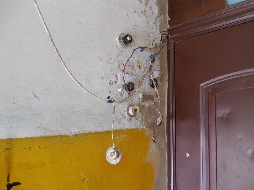 На Архитектора Бекетова часть балконного перекрытия упала прямо к соседям снизу, фото-11