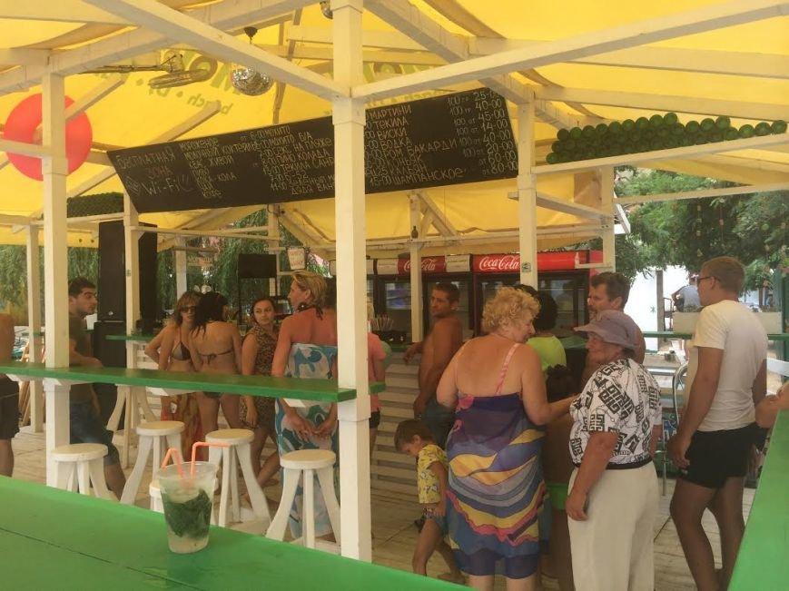 Мохито и флаг Украины: В Мариуполе  бар на Песчаном боролся  за свое существование(ФОТО), фото-2
