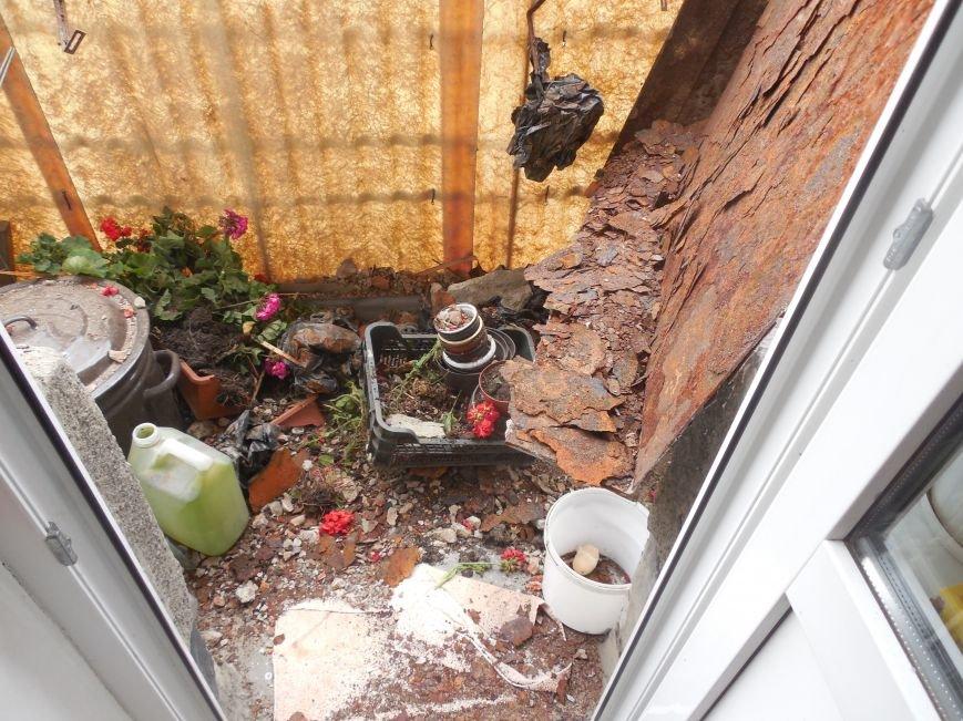 В квартире на Пушкинской 40, над которой разваливается балкон жильцов верхнего этажа, живут 3 католические монахини, фото-5