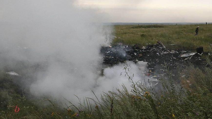 На месте авиакатастрофы пассажирского «Боинга» на Донетчине уже обнаружили тела 121 погибшего (ВИДЕО+ФОТО), фото-4