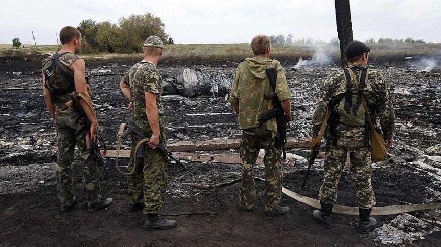 На месте авиакатастрофы пассажирского «Боинга» на Донетчине уже обнаружили тела 121 погибшего (ВИДЕО+ФОТО), фото-11