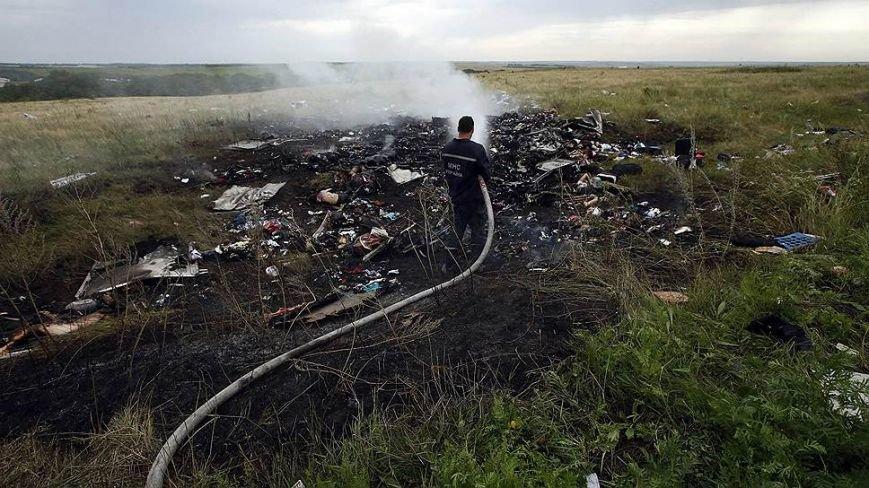 На месте авиакатастрофы пассажирского «Боинга» на Донетчине уже обнаружили тела 121 погибшего (ВИДЕО+ФОТО), фото-5
