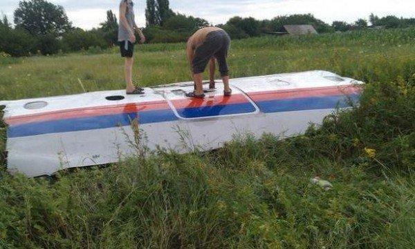 На місці авіакатастрофи знайшли тіла 121 пасажира. Бойовики перешкоджають роботі мнсників (фоторепортаж), фото-6