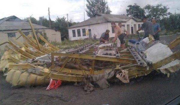 На місці авіакатастрофи знайшли тіла 121 пасажира. Бойовики перешкоджають роботі мнсників (фоторепортаж), фото-3
