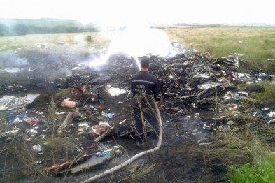 На місці авіакатастрофи знайшли тіла 121 пасажира. Бойовики перешкоджають роботі мнсників (фоторепортаж), фото-9