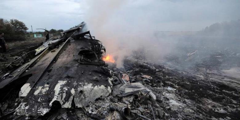 На місці авіакатастрофи знайшли тіла 121 пасажира. Бойовики перешкоджають роботі мнсників (фоторепортаж), фото-7