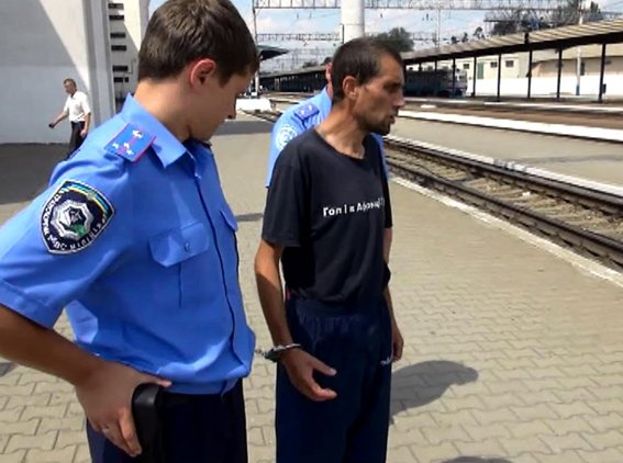 В Запорожье на ЖД-вокзале рецидивист с ножом нападал на женщин (ФОТО), фото-3