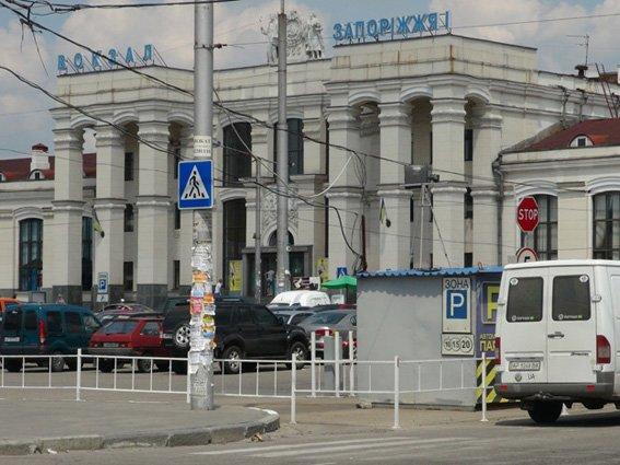 В Запорожье на ЖД-вокзале рецидивист с ножом нападал на женщин (ФОТО), фото-1