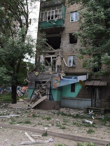 В Луганске в результате артобстрела погибли более 20 человек (ВИДЕО 18+), фото-3