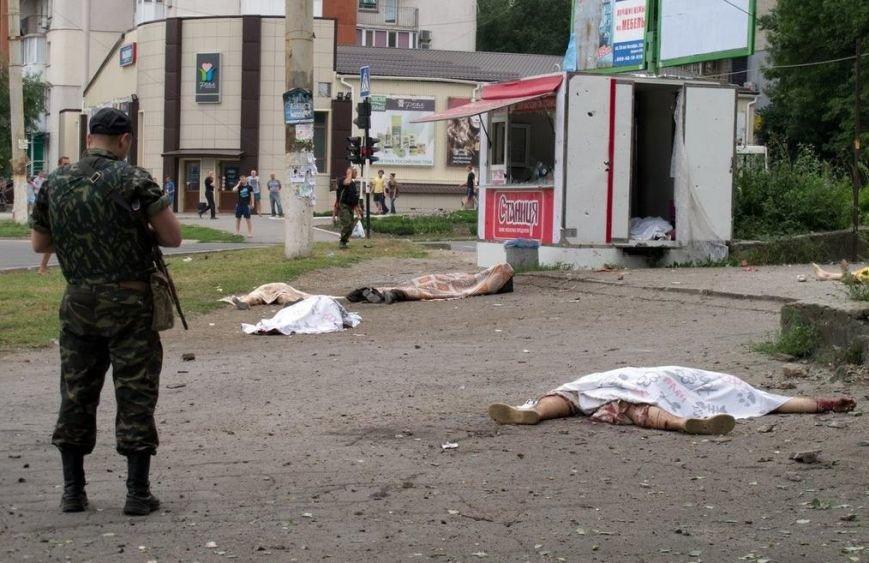 В Луганске в результате артобстрела погибли более 20 человек (ВИДЕО 18+), фото-1