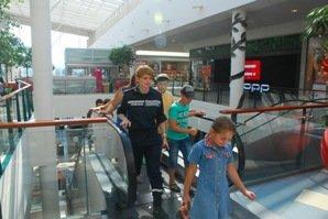 Львівські мнсники зіграли в боулінг з малюками, які прихали з Луганська (ФОТО), фото-1