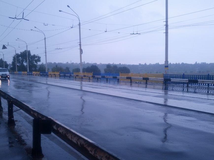 В Мариуполе на пост-мосту обозначили место расстрела украинских пограничников (Фотофакт), фото-1