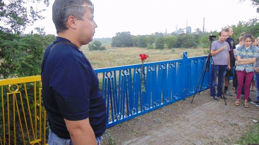 В Мариуполе на пост-мосту обозначили место расстрела украинских пограничников (Фотофакт), фото-3