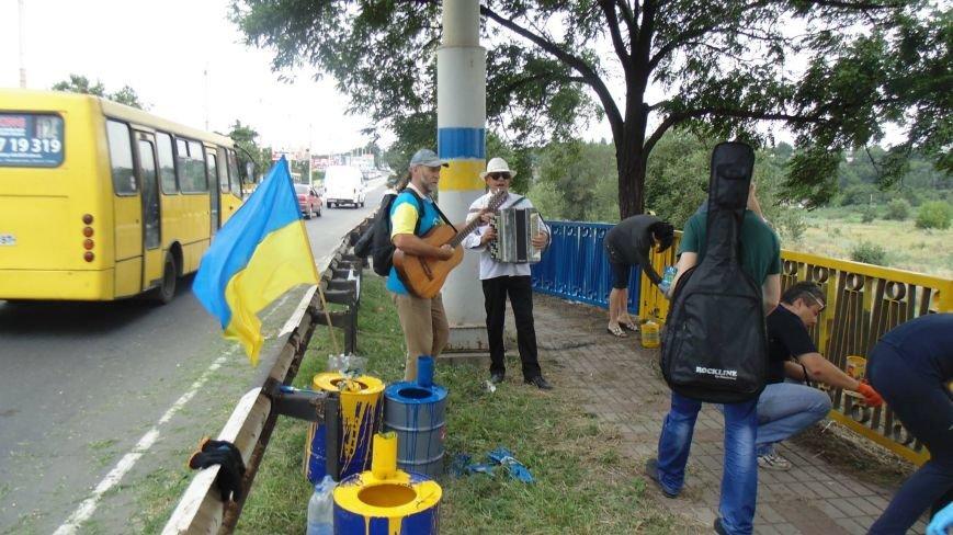 В Мариуполе на пост-мосту обозначили место расстрела украинских пограничников (Фотофакт), фото-2