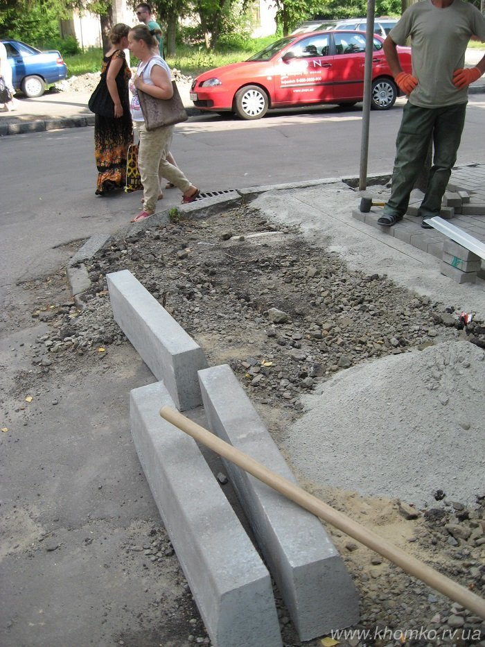 У Рівному на вулиці 16 липня практично завершено викладання бруківки на тротуарі (Фото), фото-1