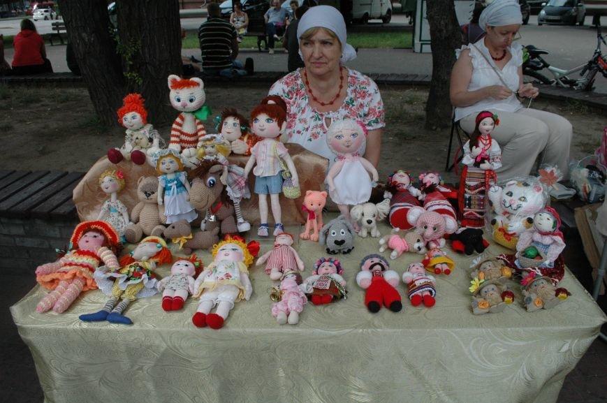 Площадь Маяковского: вернисаж и напоминание о национальной трагедии, фото-8