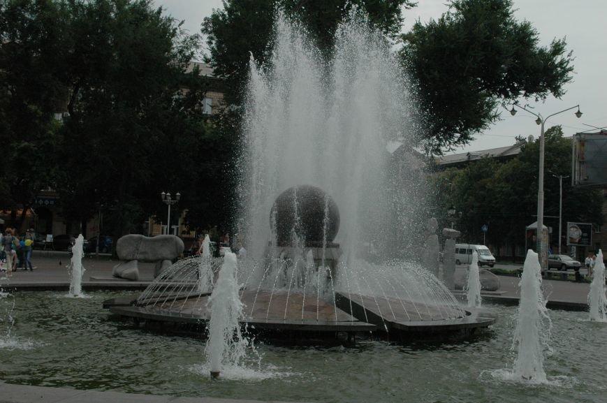 Площадь Маяковского: вернисаж и напоминание о национальной трагедии, фото-10
