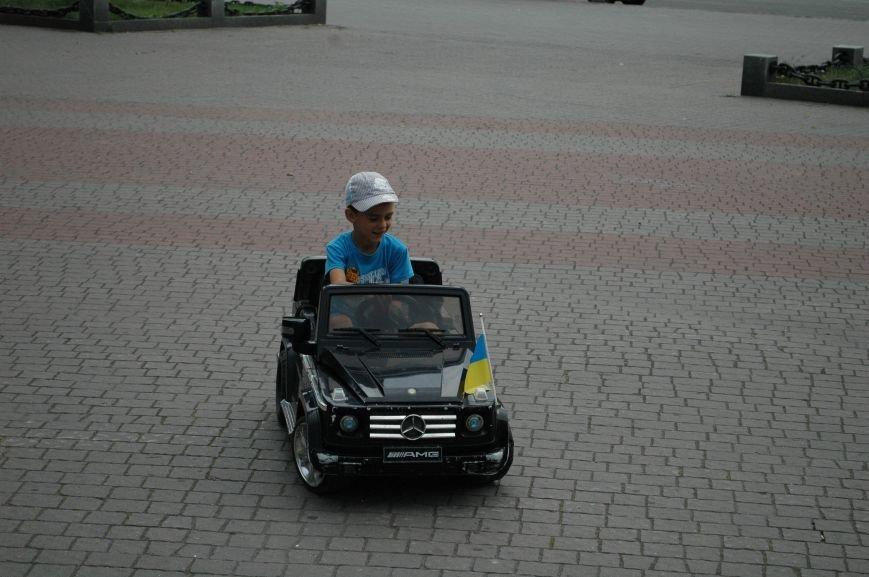 Площадь Маяковского: вернисаж и напоминание о национальной трагедии, фото-22