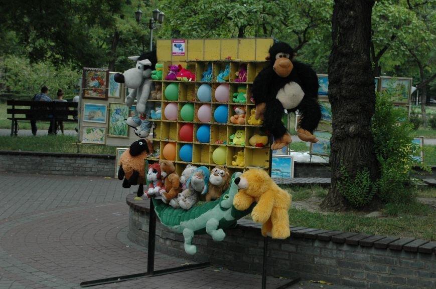 Площадь Маяковского: вернисаж и напоминание о национальной трагедии, фото-17
