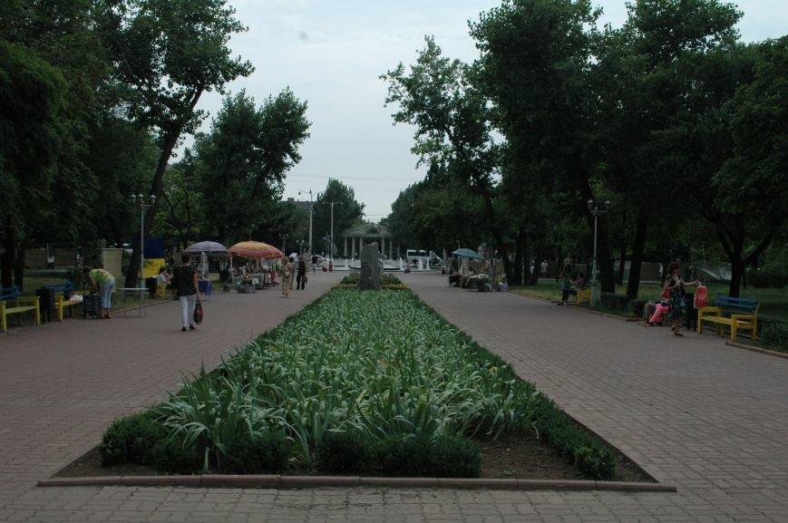 Площадь Маяковского: вернисаж и напоминание о национальной трагедии, фото-19
