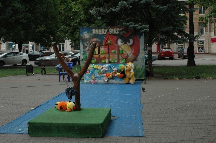 Площадь Маяковского: вернисаж и напоминание о национальной трагедии, фото-16