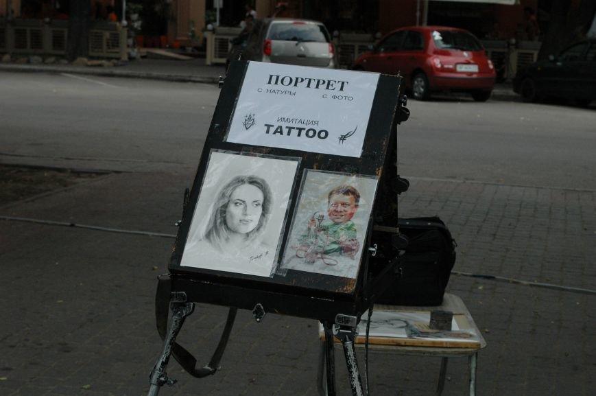 Площадь Маяковского: вернисаж и напоминание о национальной трагедии, фото-13