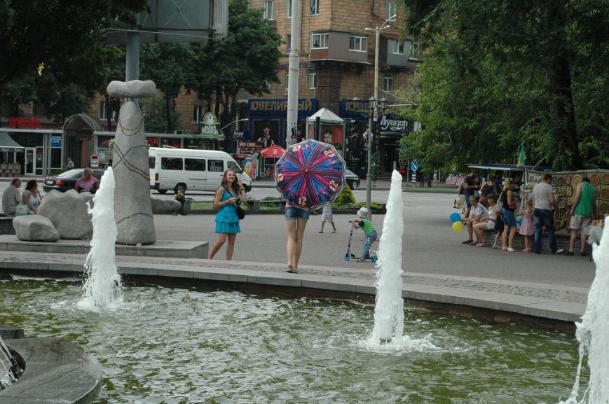Площадь Маяковского: вернисаж и напоминание о национальной трагедии, фото-20