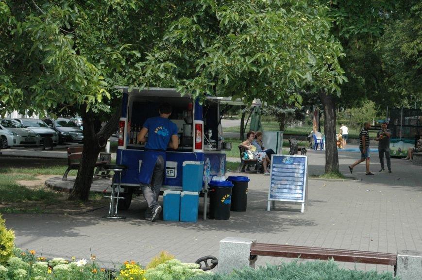 Площадь Маяковского: вернисаж и напоминание о национальной трагедии, фото-3
