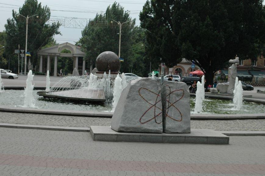 Площадь Маяковского: вернисаж и напоминание о национальной трагедии, фото-15