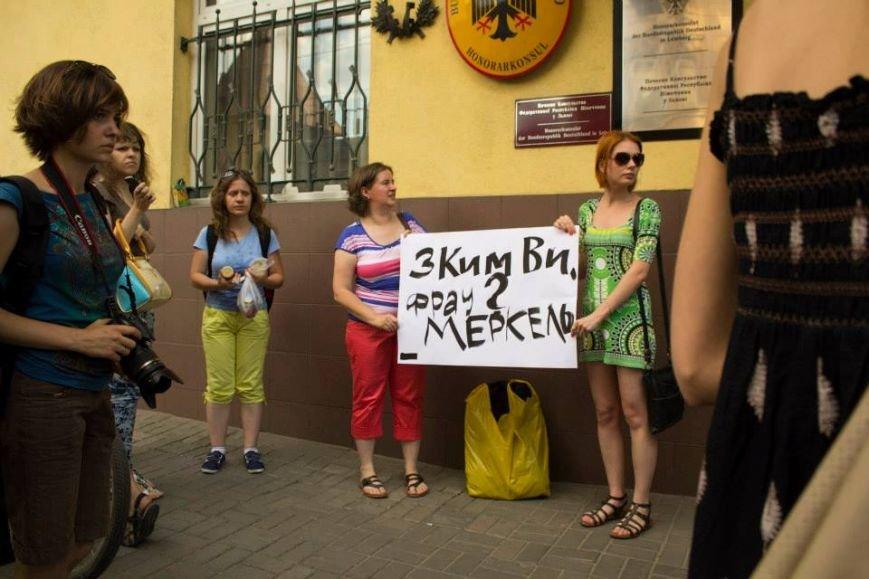 Львів'яни запитали фрау Меркель та німецького народу: «З ким ви?» (ФОТО), фото-1