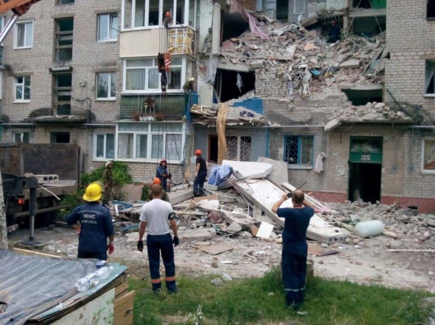 Запорожские спасатели в Славянске разбирают разрушенные дома и восстанавливают электросети (ФОТО), фото-2