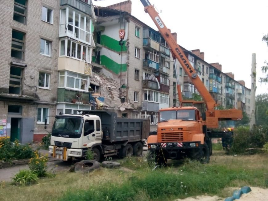 Запорожские спасатели в Славянске разбирают разрушенные дома и восстанавливают электросети (ФОТО), фото-4