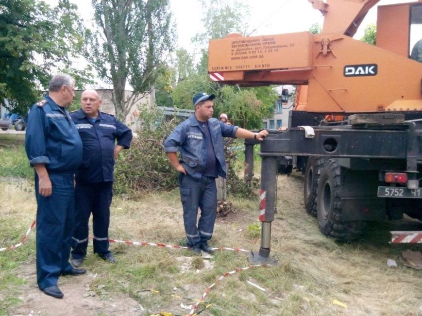 Запорожские спасатели в Славянске разбирают разрушенные дома и восстанавливают электросети (ФОТО), фото-1
