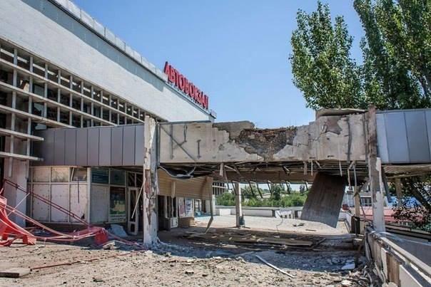 Активіст, який приїхав до Львова з Луганська, в шоці від того, що сталось з його рідним містом (фоторепортаж), фото-11