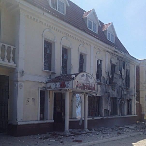 Активіст, який приїхав до Львова з Луганська, в шоці від того, що сталось з його рідним містом (фоторепортаж), фото-15