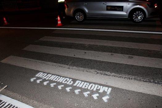 У Львові біля пішохідних переходів намалювали смайлики та стрілочки (ФОТО), фото-3
