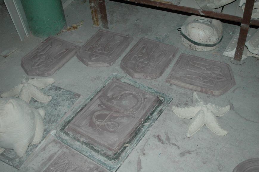 В Запорожье Правый сектор обнаружил склад с российскими гербами (ФОТО), фото-7