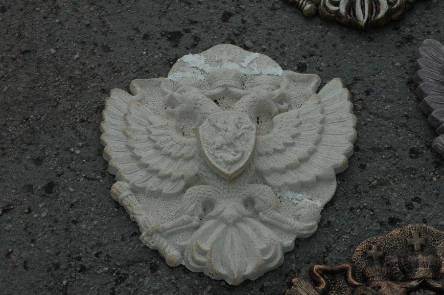 В Запорожье Правый сектор обнаружил склад с российскими гербами (ФОТО), фото-4