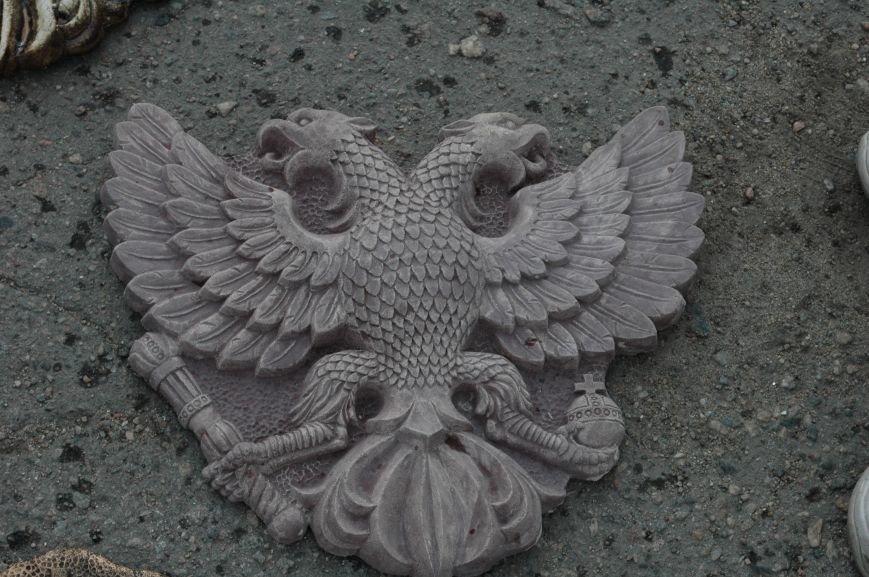 В Запорожье Правый сектор обнаружил склад с российскими гербами (ФОТО), фото-6