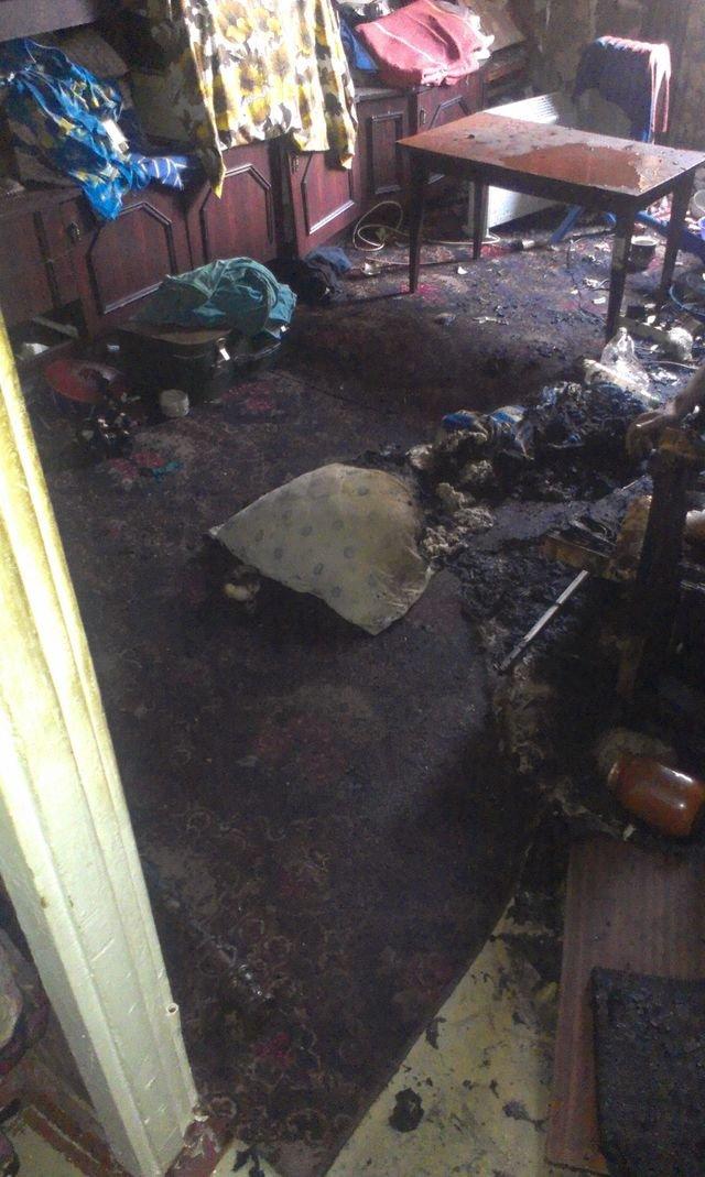 сгоревшая квартира на строителей