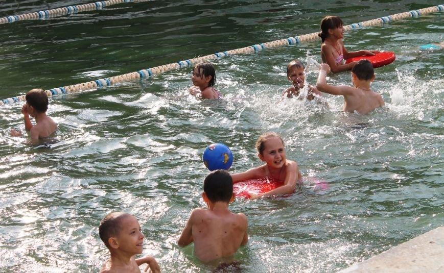 Для артемовской детворы из «Вогника» начался купальный сезон, фото-2