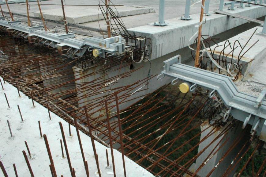ФОТОРЕПОРТАЖ: В Запорожье недостроенные мосты облюбовали школьники на роликах и велосипеде, фото-4