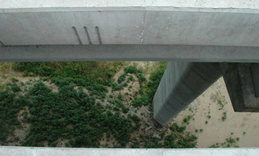 ФОТОРЕПОРТАЖ: В Запорожье недостроенные мосты облюбовали школьники на роликах и велосипеде, фото-9