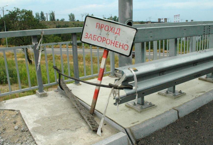 ФОТОРЕПОРТАЖ: В Запорожье недостроенные мосты облюбовали школьники на роликах и велосипеде, фото-6
