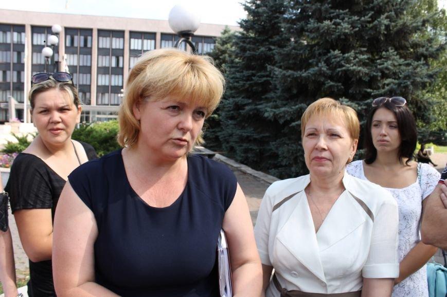 Молодые мамы Кривого Рога вышли бороться за свои права под стены горисполкома (ФОТО), фото-2