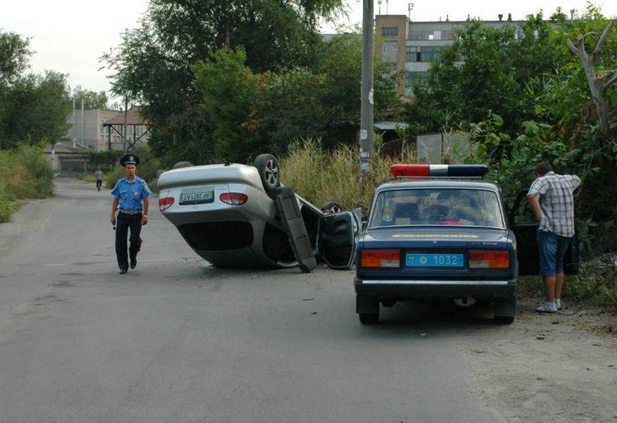 В Запорожье на опасном повороте перевернулся «Ланос» (ФОТО), фото-1