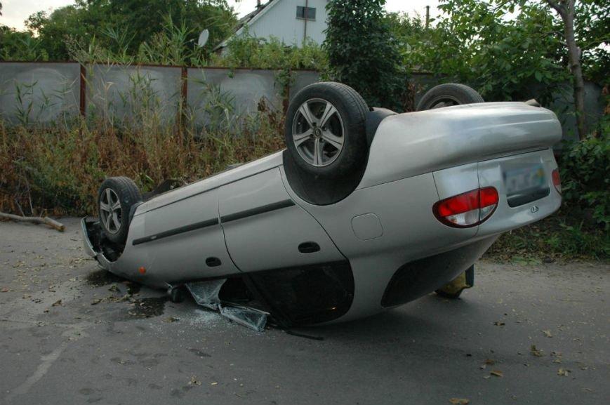 В Запорожье на опасном повороте перевернулся «Ланос» (ФОТО), фото-2
