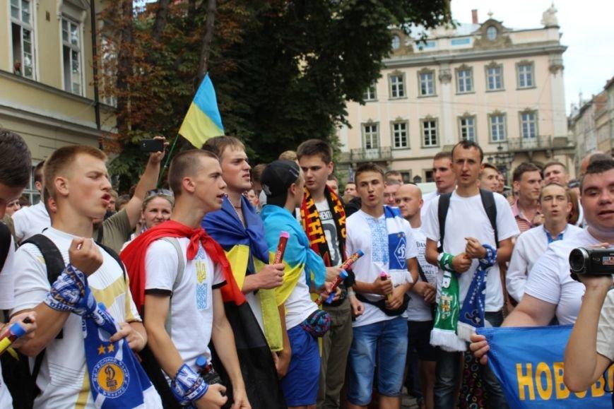 Після легендарної пісні про Путіна, фанати заспівали Гімн України у повній версії (фоторепортаж, відео), фото-2